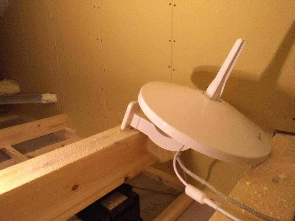 屋根裏にANTOP設置